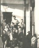1 ottobre 1946, Adele Bei insieme ai bambini di una scuola